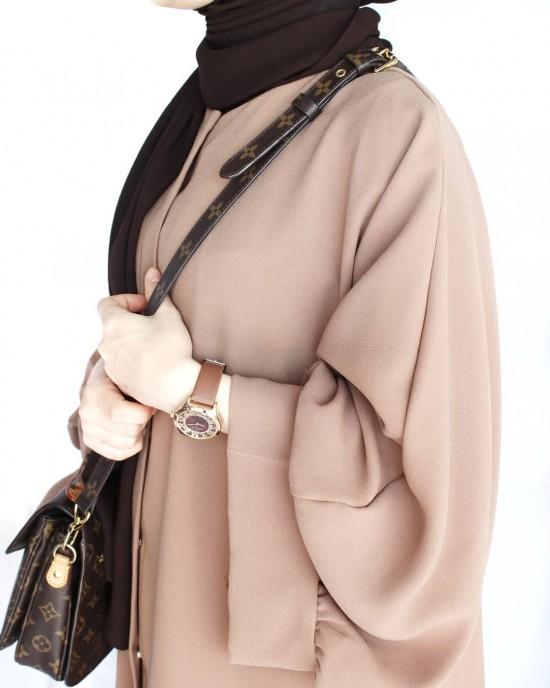 Camel Pelican Arm Abaya